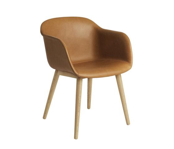 Fiber Armchair | wood base leather de Muuto | Sillas de visita