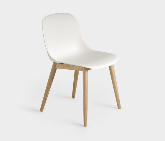 Fiber Side Chair | wood base de Muuto | Sièges visiteurs / d'appoint