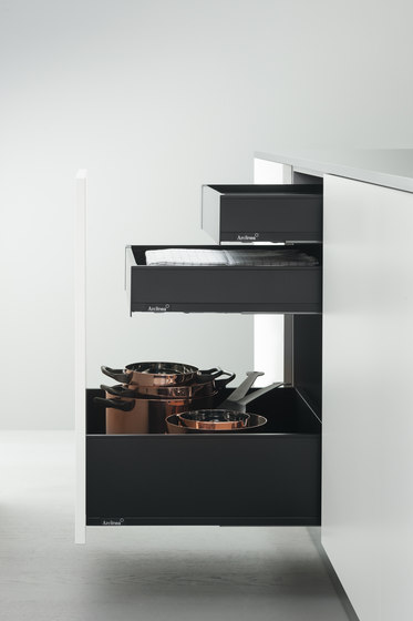 Base Units with Accessories | Pull-out base unit for normal and deep drawers by Arclinea | Kitchen organization