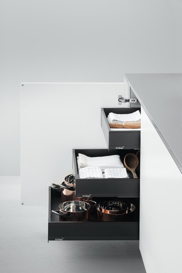 Base Units with Accessories | Base unit with internal Blum drawers by Arclinea | Kitchen organization