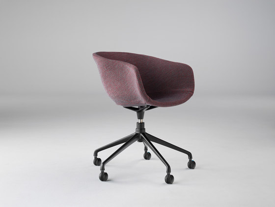 Bai Swivel Chair by ONDARRETA | Visitors chairs / Side chairs