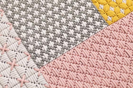 Silaï Rugs Pink 3 von GAN | Formatteppiche / Designerteppiche