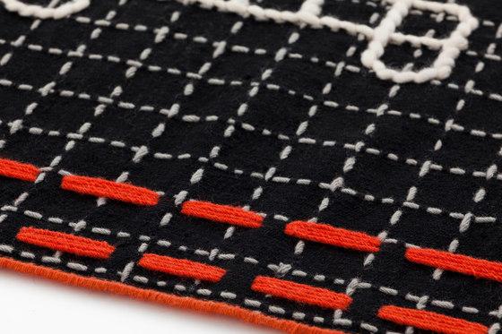 Bandas Single Rug D Black 16 von GAN   Formatteppiche