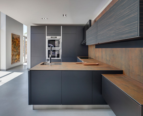 Kitchen iron corten ceramic panels from neolith for Panel frontal cocina