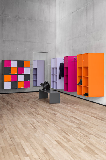 Montana Shelving system | application example de Montana Furniture | Bancs