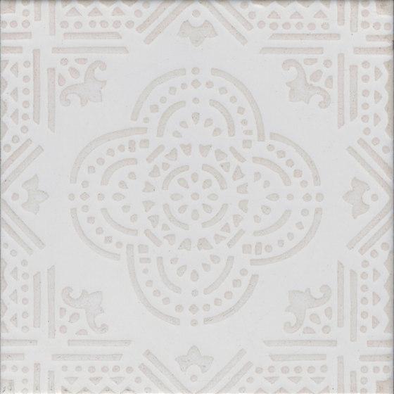 Madras Fondo bianco decoro beige di La Riggiola   Piastrelle ceramica