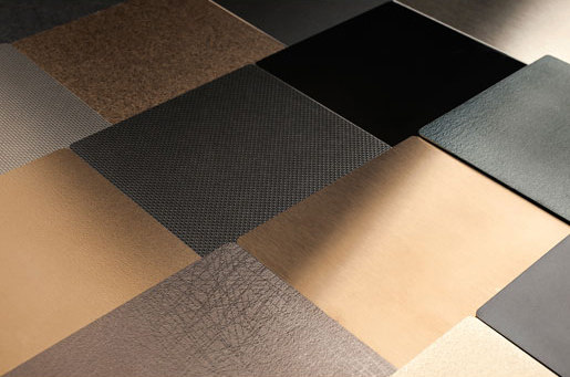 Fused Metal di Forms+Surfaces®   Piastrelle metallo