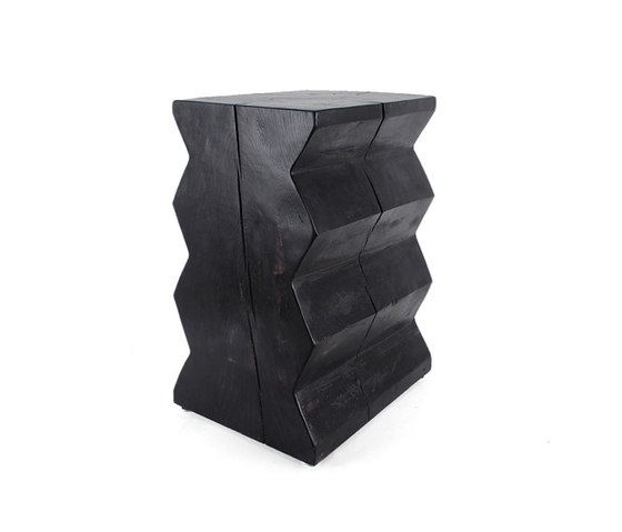 Bandera Solid Wood End Table di Pfeifer Studio | Tavolini alti