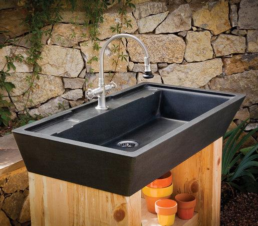 Salus Potting Sink de Stone Forest | Cocinas de jardín