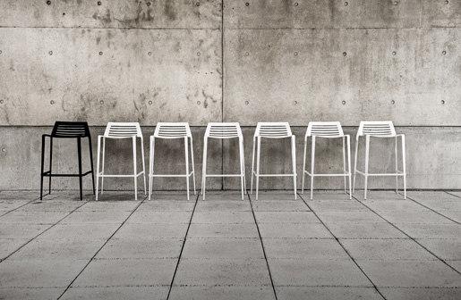 Chipman by Landscape Forms | Bar stools