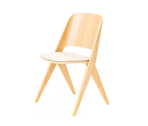 Lavitta chair soft oak, upholstered by Poiat | Visitors chairs / Side chairs
