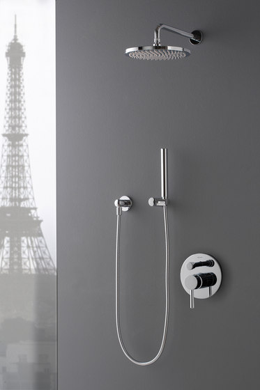 M.E. 25 - Shower head with shower arm - complete set by Graff | Shower controls