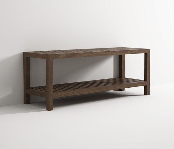 Bench with shelf von Idi Studio | Badhocker / Badbänke