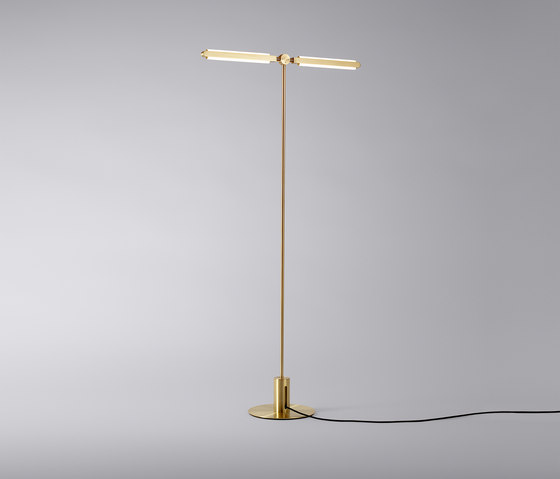 Pris 'T' Floor Lamp de PELLE | Luminaires sur pied