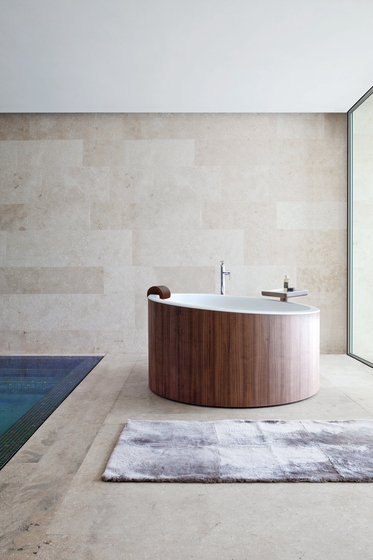 Dressage - Freestanding bathtub in solid wood and Corian® de Graff | Bañeras