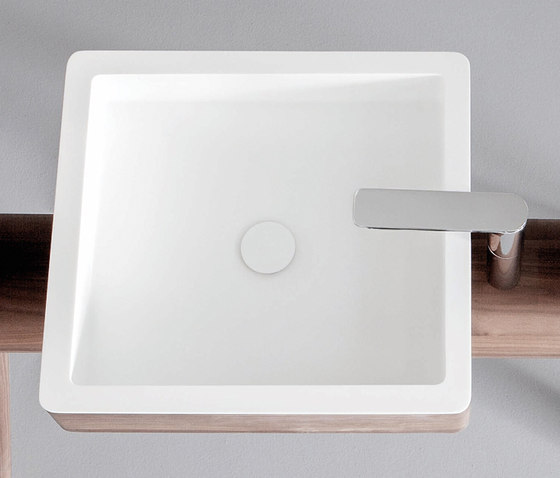 Dressage - Washbasin in solid wood and Corian® de Graff | Lavabos