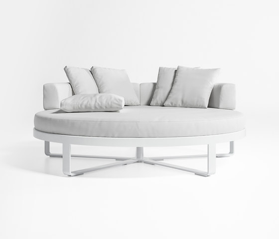 Flat Circular Bed by GANDIABLASCO | Seating islands