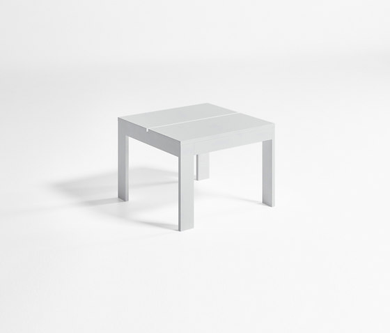 Na Xemena Table Pada Baja Chaise longue de GANDIABLASCO | Tables d'appoint