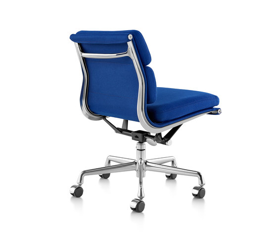 Eames Aluminum Group Soft Pad Management Chair by Herman Miller | Management chairs