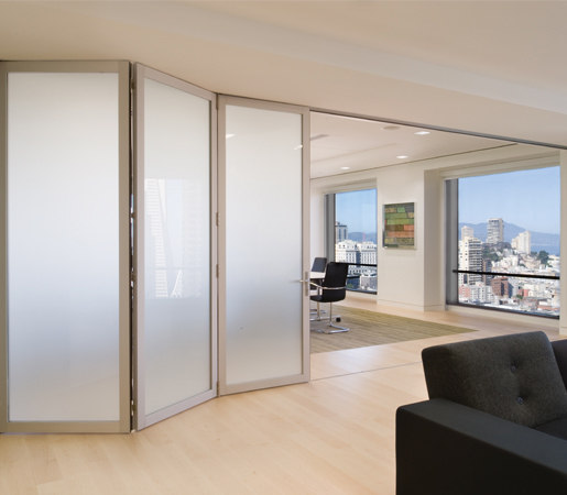 Folding Doors - Aluminum | Dutch Consulate von LaCantina Doors | Fenstertypen