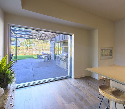 Multi-Slide Doors - Aluminum Wood | Street of Dreams, Lake Oswego de LaCantina Doors | Puertas de interior