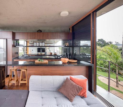 Multi-Slide Doors - Contemporary Clad | Casa Aquino von LaCantina Doors | Glastüren