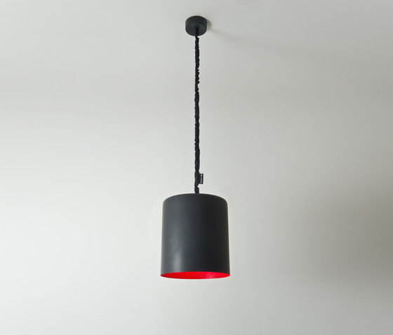 Bin lavagna rouge de IN-ES.ARTDESIGN | Suspensions