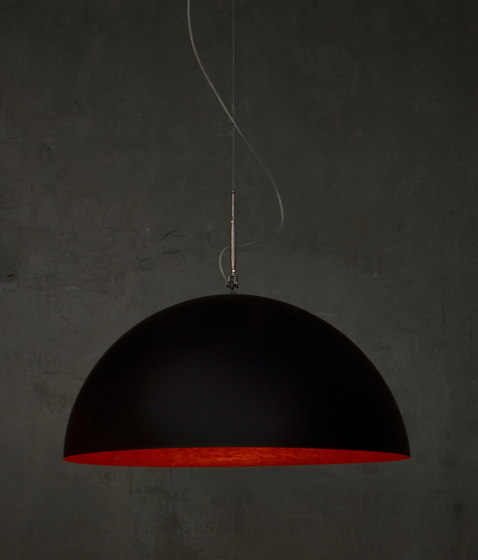Mezza Luna noir/rouge de IN-ES.ARTDESIGN   Suspensions