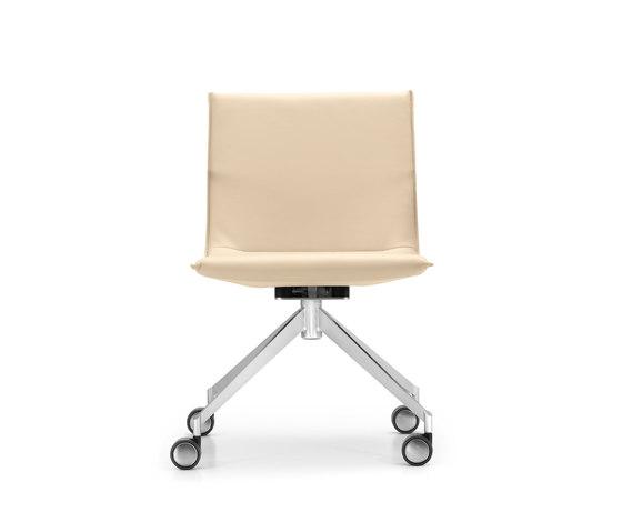 JACK 4-legged chair with coasters de Girsberger | Sillas