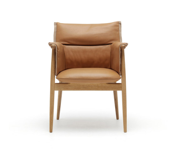 E005 Embrace chair by Carl Hansen & Søn | Restaurant chairs