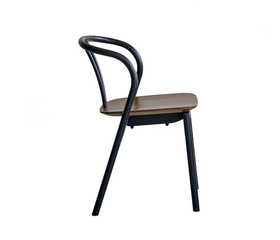 Flow | dining chair with walnut seat von Ercol | Mehrzweckstühle