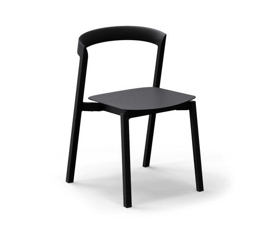 Mornington Stacking Chair with Aluminium Seat von VUUE | Mehrzweckstühle