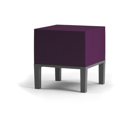 Primary Pouf 01 dark purple von Quinze & Milan | Poufs / Polsterhocker