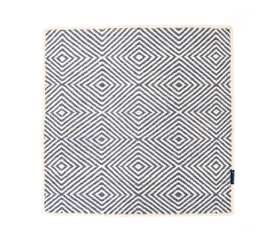 Soundscapes white & blue/grey von kymo | Formatteppiche