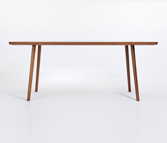 Marlon Dining Table by AXEL VEIT | Restaurant tables