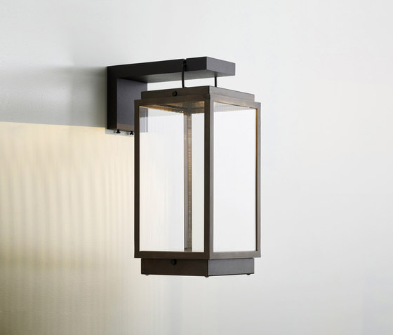 Blakes Table Lamp On Bracket de Tekna | Éclairage général