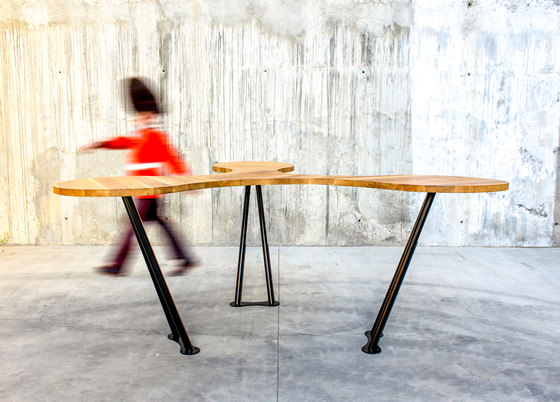 Trebol table by QoWood | Standing tables
