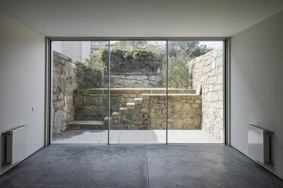 Doorstep level with the floor de OTIIMA | Puertas patio