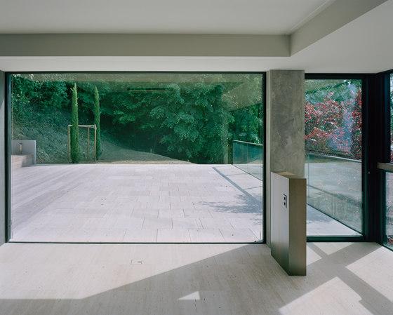 Doorstep level with the floor von OTIIMA | MUCH MORE THAN A WINDOW | Terrassentüren