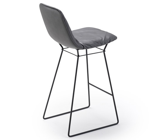 Leya Counter Stool High de Freifrau Sitzmöbelmanufaktur | Tabourets de bar
