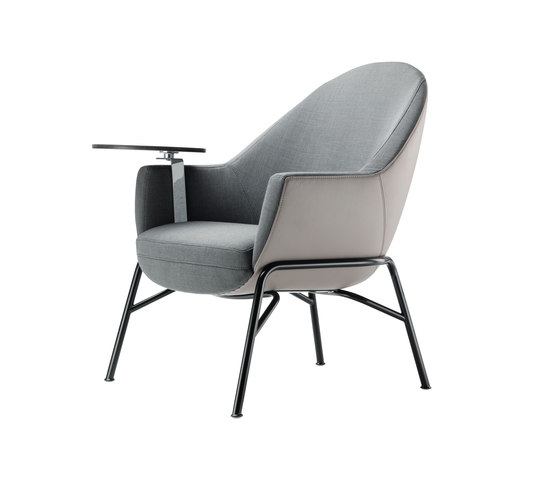 S 831 with writing panel di Thonet | Poltrone