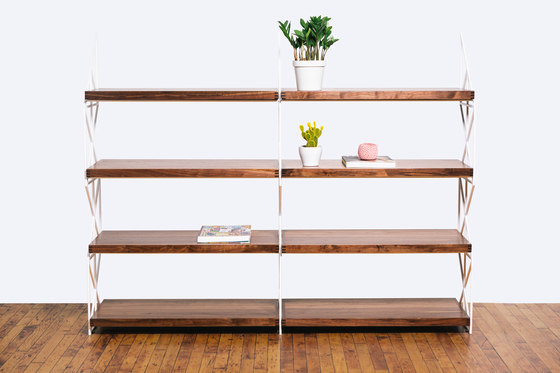 The Milkstout Bookshelf de Bellwether Furniture | Estantería