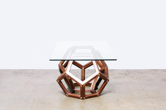 The Walnut Split Polyhedron di Bellwether Furniture | Tavolini da salotto