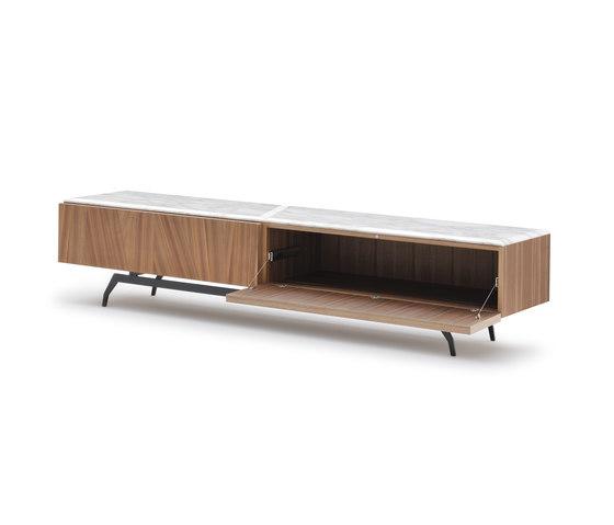 Allen TV Stand de Alberta Pacific Furniture | Aparadores multimedia