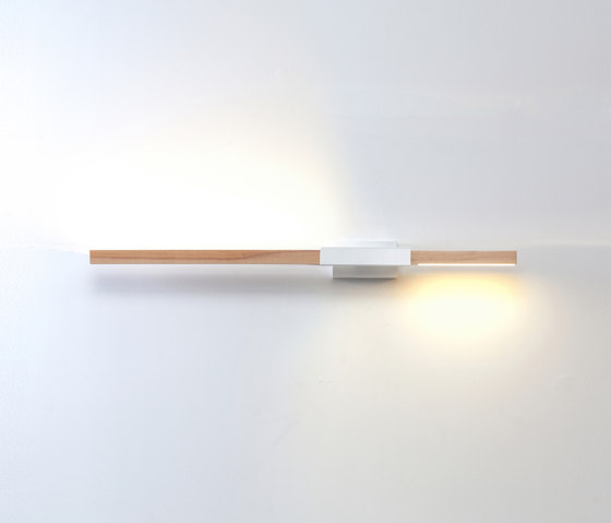 3 ft Horizontal Asymmetrical Sconce de STICKBULB | Appliques murales