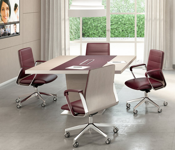 X10 by Quadrifoglio Group | Contract tables