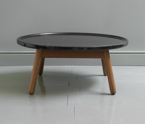 Carve marble round coffee table de Bethan Gray | Mesas de centro