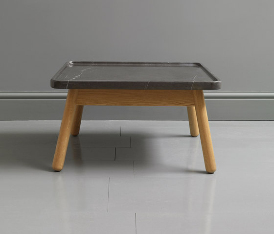 Carve marble small square coffee table de Bethan Gray | Mesas de centro