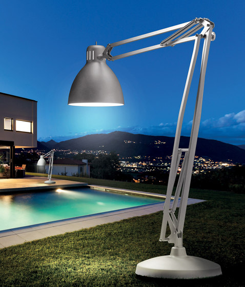 The Great JJ Outdoor by Leucos | Free-standing lights