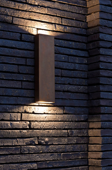 SIMPLY PILLAR up/down Wall large Brass LED de PVD Concept | Appliques murales d'extérieur